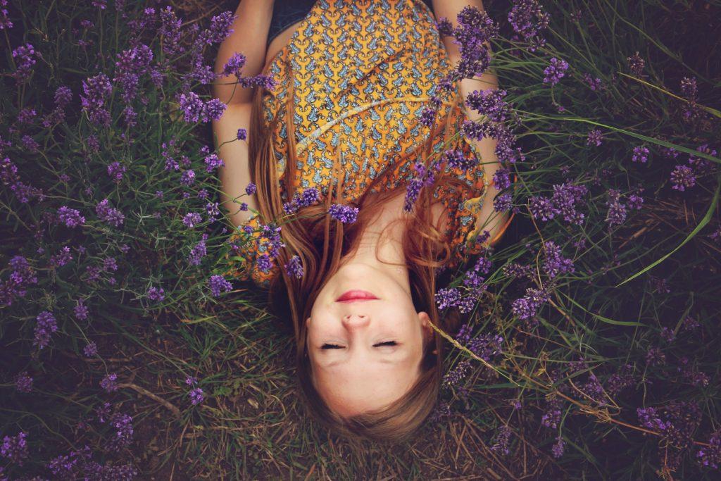 femme guérie de la migraine avec l'hypnose