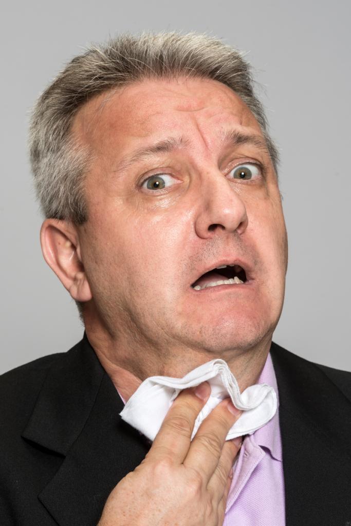homme souffrant d'une crise de panique liée à l'anxiété