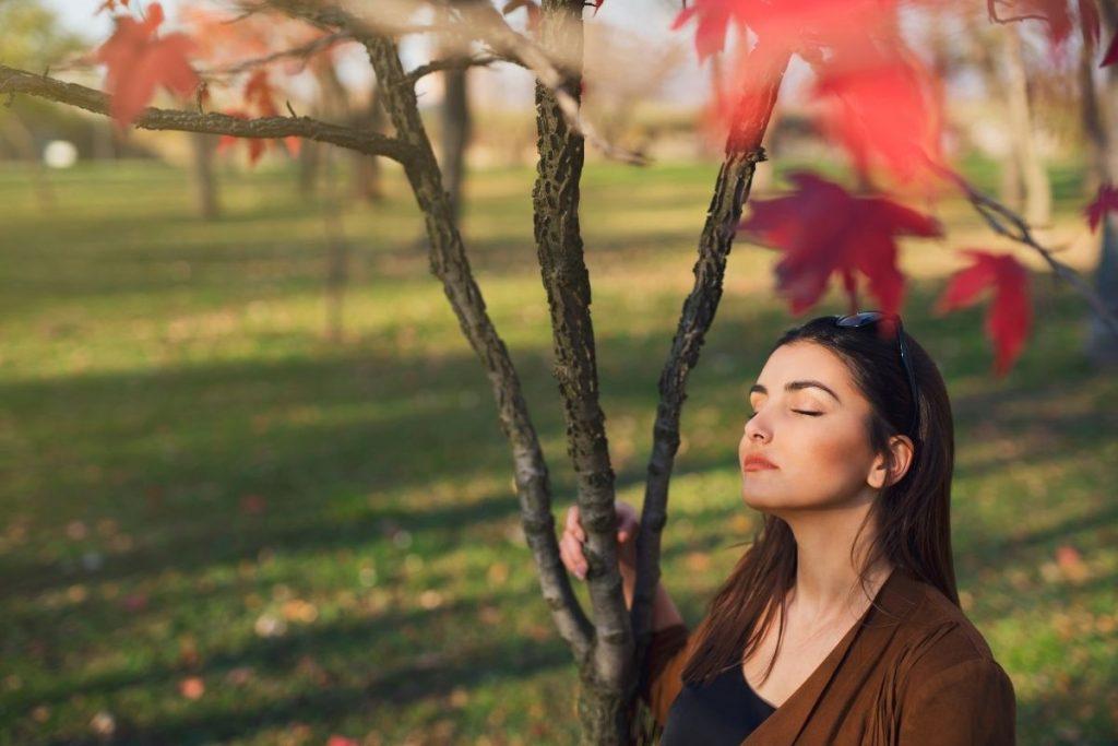 femme en paix avec elle même après une thérapie par les larmes